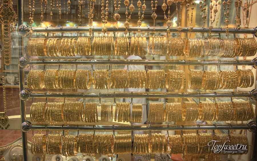 Витрины обычного отдела на рынке Голден Сук