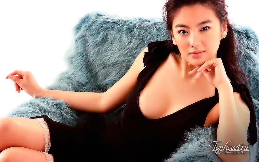Китайская актриса Чжан Юси (Zhang Yuqi)