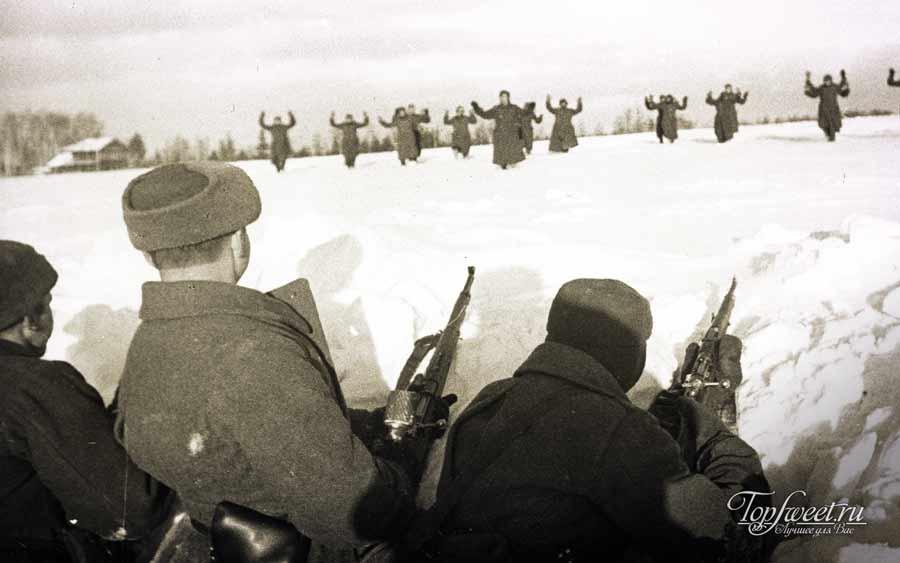 Немецкие солдаты сдаются в плен