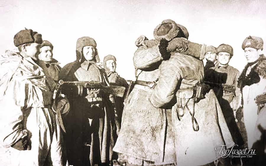 Встреча солдат Рабоче-крестьянской Красная армии в Сталинграде