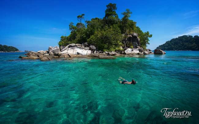 Прозрачные воды острова Ко Липе будто созданы для плавания