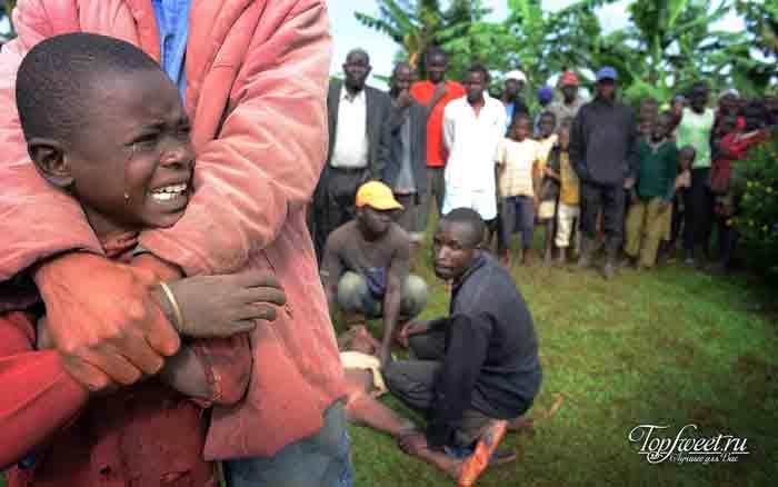 Мужское обрезание ножом. ТОП-10 самых шокирующих ритуалов Африки
