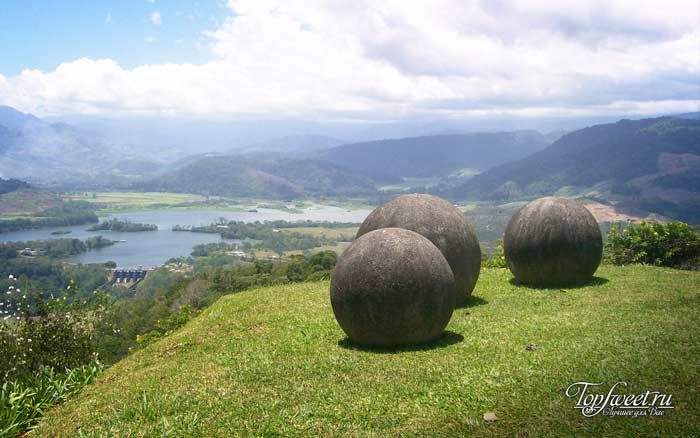 Огромные каменные шары из Коста-Рики
