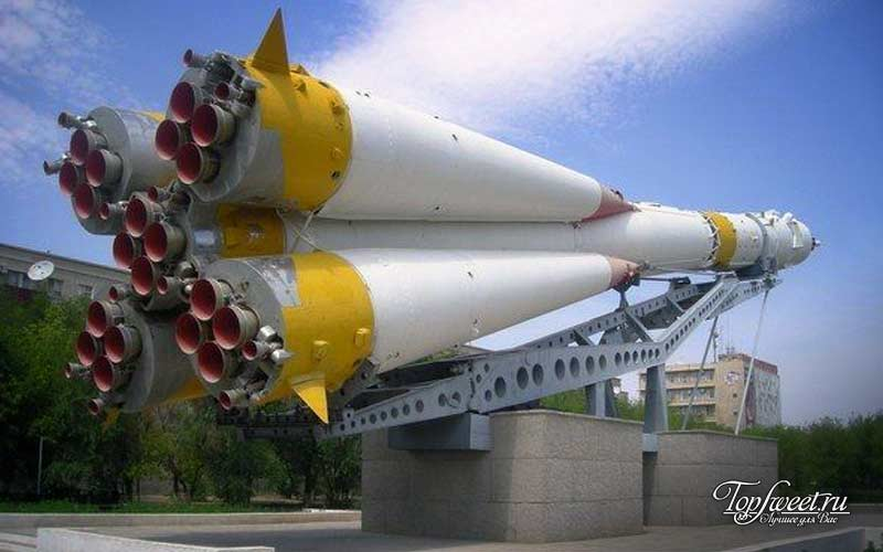 Памятник ракетоносителю